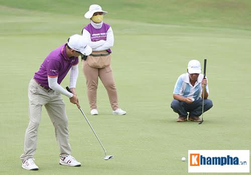 Các tay golf đã tranh tài quyết liệt