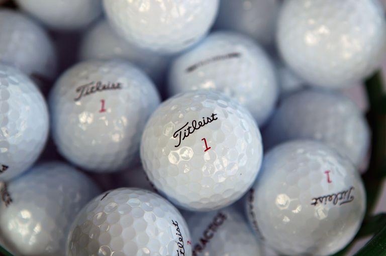 Bóng Titleist vừa được sử dụng làm bóng tập golf hoặc để chơi golf chuyên nghiệp