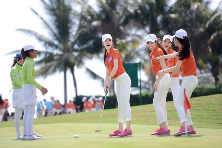 Thời trang chơi golf cần phù hợp với hoàn cảnh