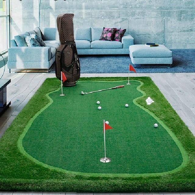 Gậy golf là dụng cụ tập golf tại nhà không thể thiếu