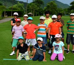 kho-hoc-choi-golf-cho-tre-em