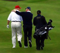 donald-trump-dung-bo-gay-golf-cua-hang-ping