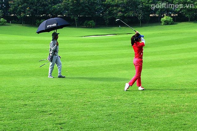Nữ golfer xinh đẹp