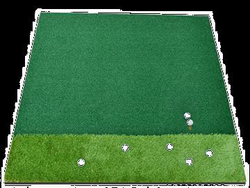 Thảm tập golf trong nhà khi thực hiện swing