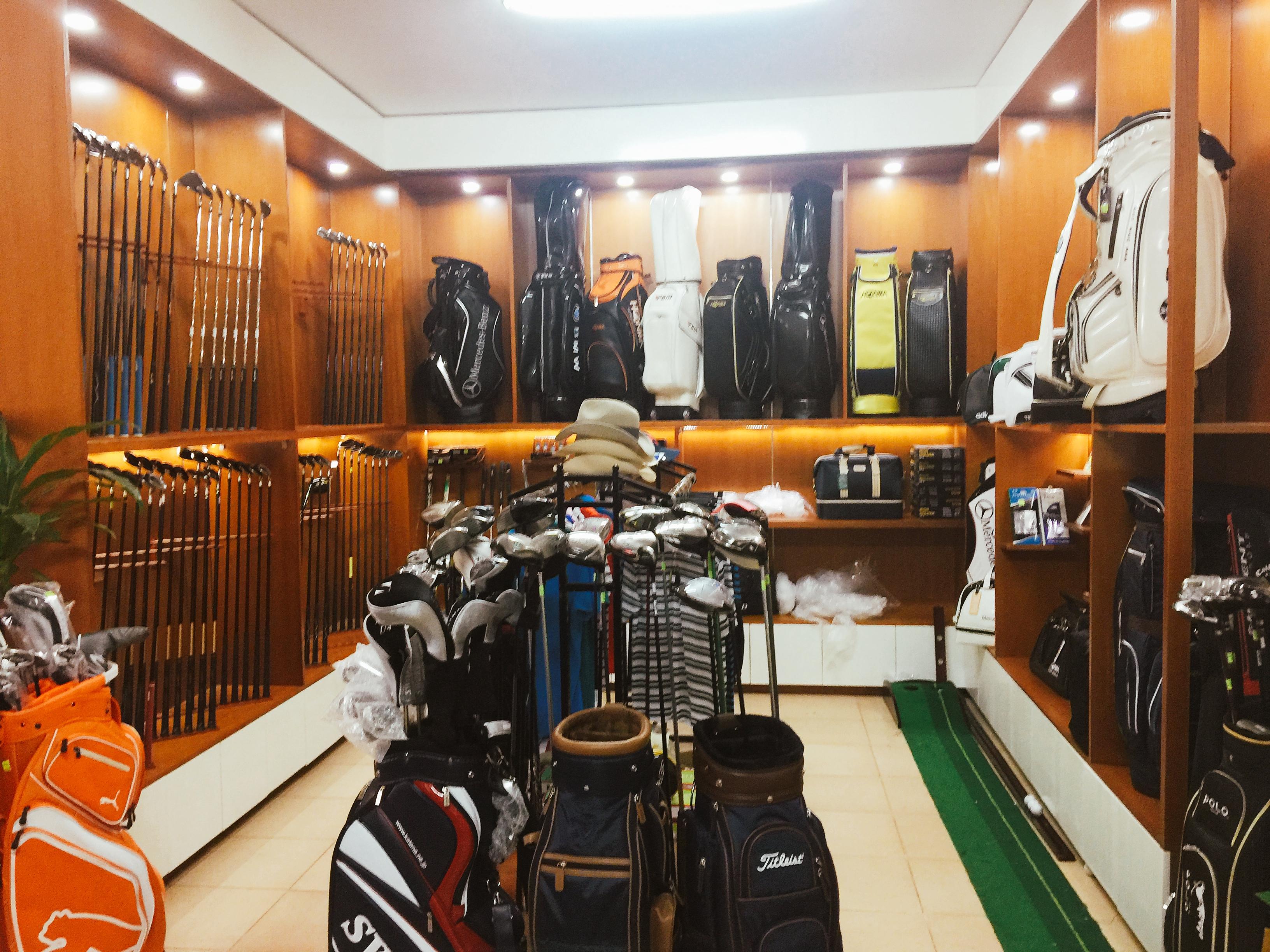 Showroom Thế Giới Gậy Cũ- địa chỉ bán phụ kiện và quần áo golf Hà Nội