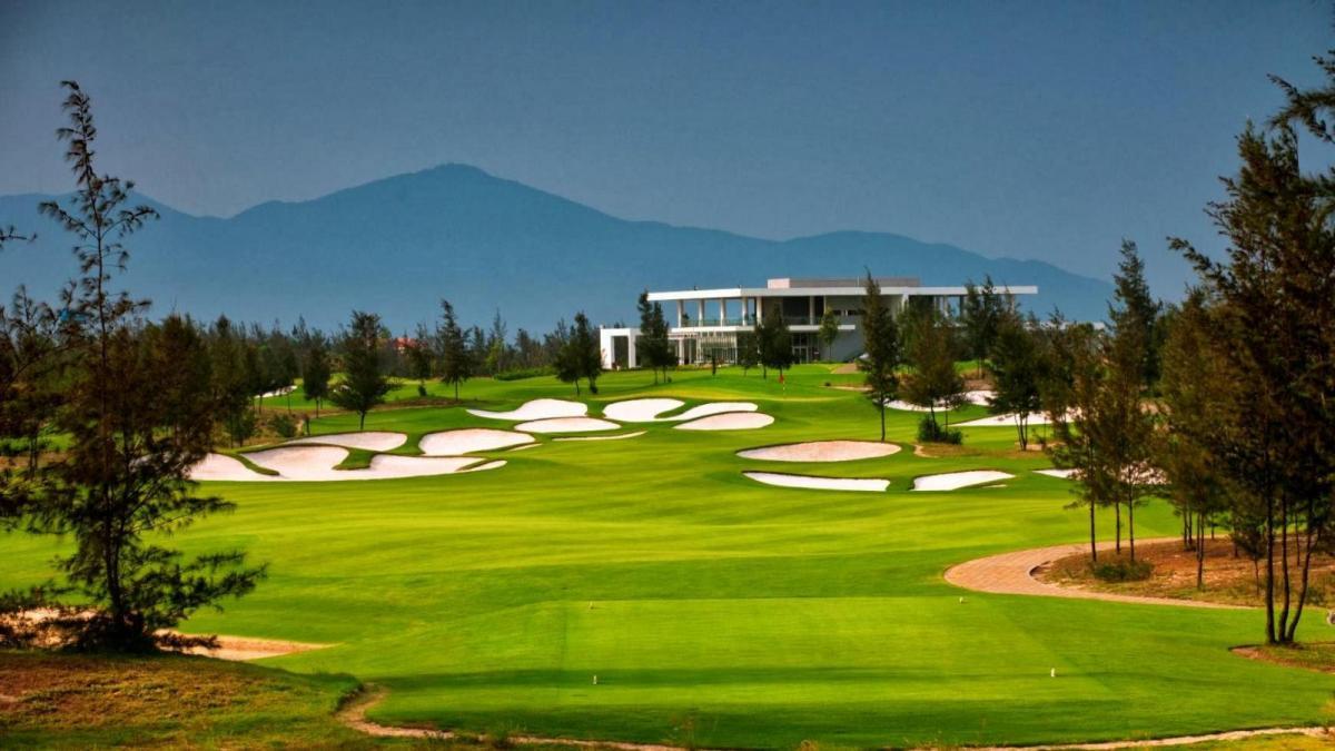 Toàn cảnh sân golf đà nẵng Links