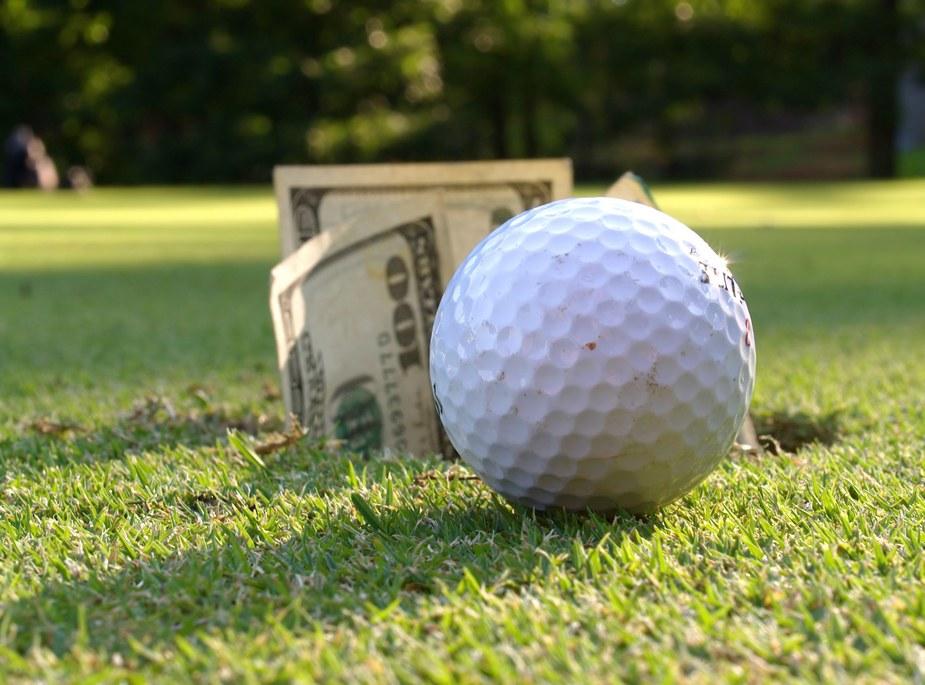 Chơi golf tốn bao nhiêu tiền?