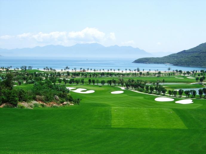Toàn cảnh sân golf Nha Trang dạng Links