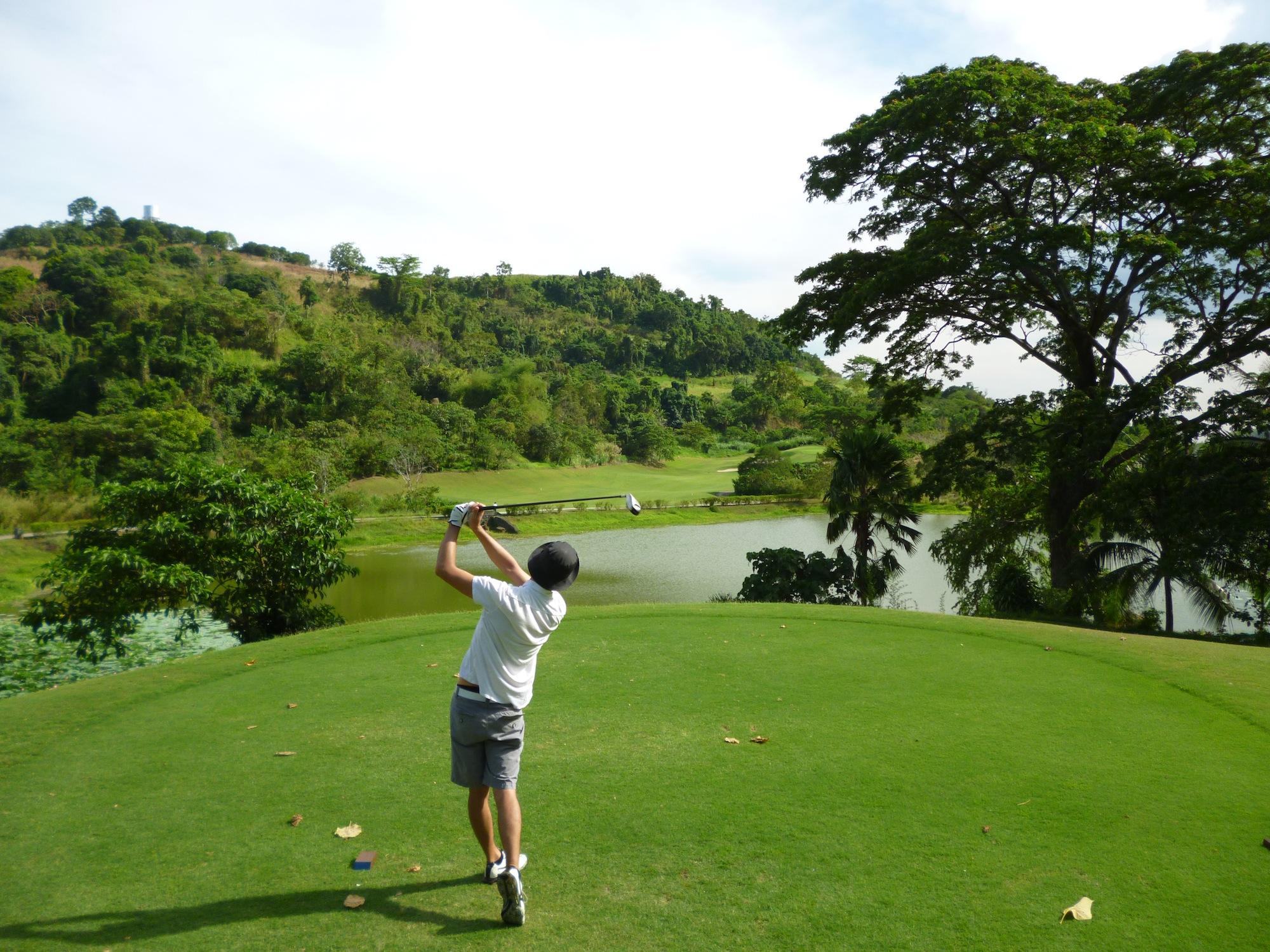 tiêu chuẩn sân golf 18 lỗ tại khu vực tee