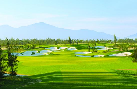 Sân golf 18 lỗ là như thế nào? có điều gì cần nhớ