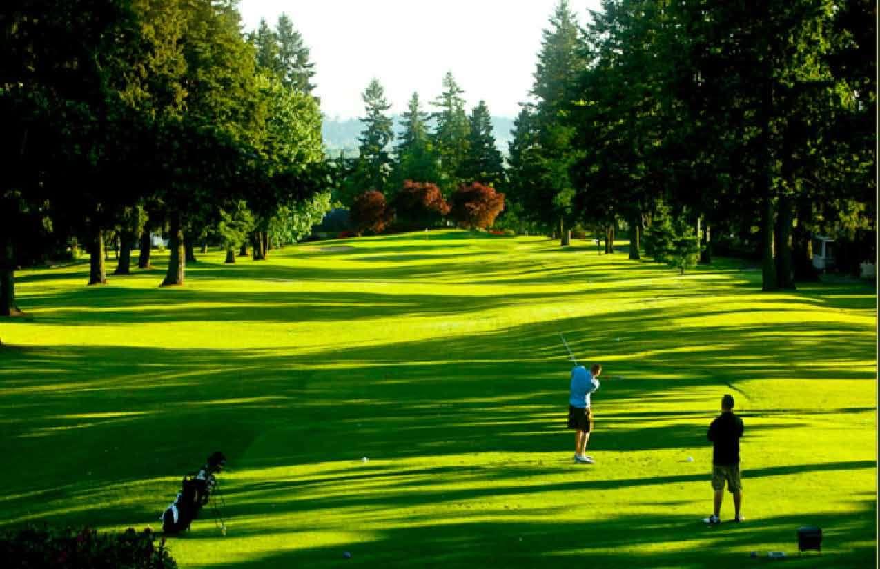 Luật đánh golf 18 lỗ như thế nào?