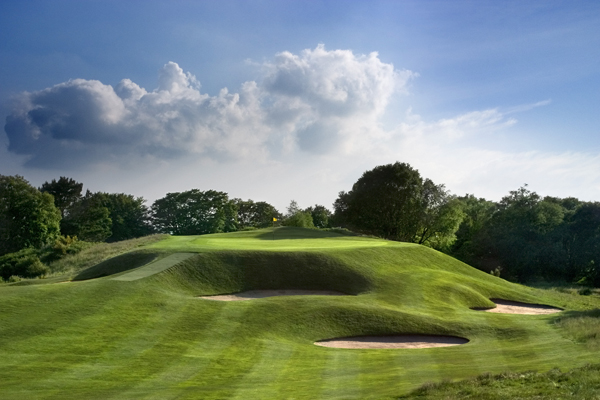 Các chướng ngại vật tiêu chuẩn trên sân golf 18 lỗ