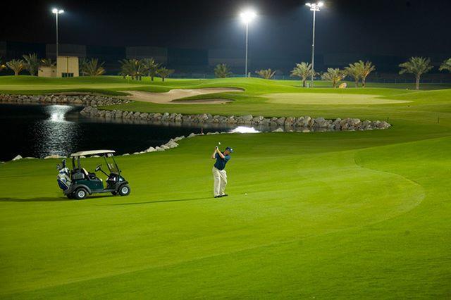 Đánh golf ban đêm