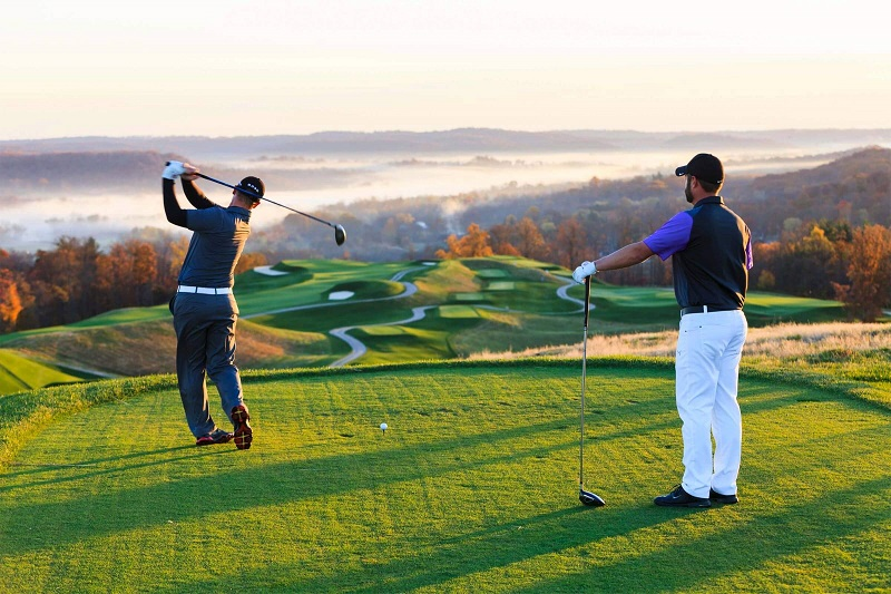 Đánh golf ban ngày