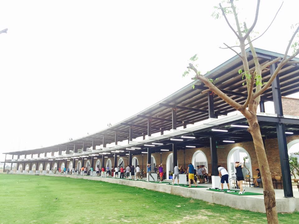 Khu vực Driving Range ở sân golf Thanh Hà