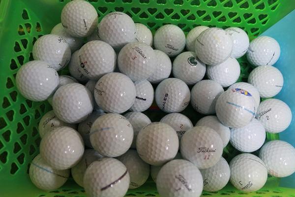 Bóng là phụ kiện golf bắt buộc phải có khi chơi