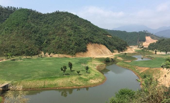 Khu vực đồi núi của sân golf Hòa Bình Hilltop