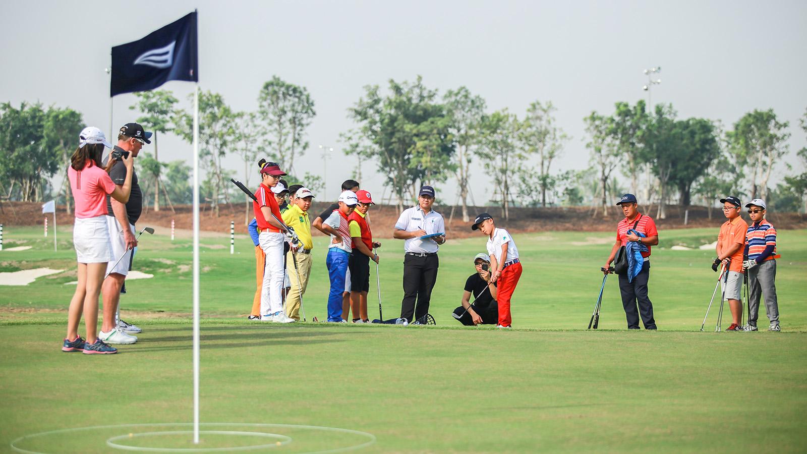 Học viện golf tại Ecopark