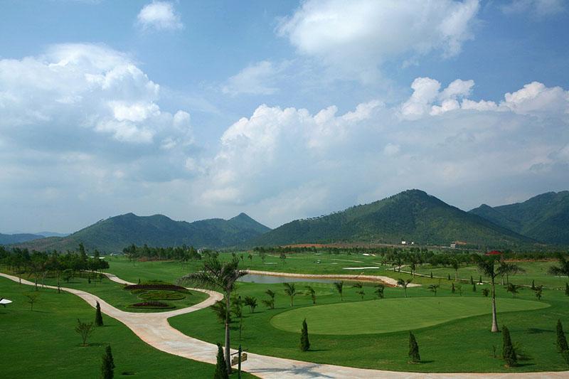 Quanh cảnh tuyệt đẹp tại sân golf Minh Trí