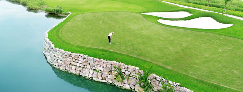 Sân golf An Lão là địa điểm thu hút nhiều du khách đến chơi golf và tham quan