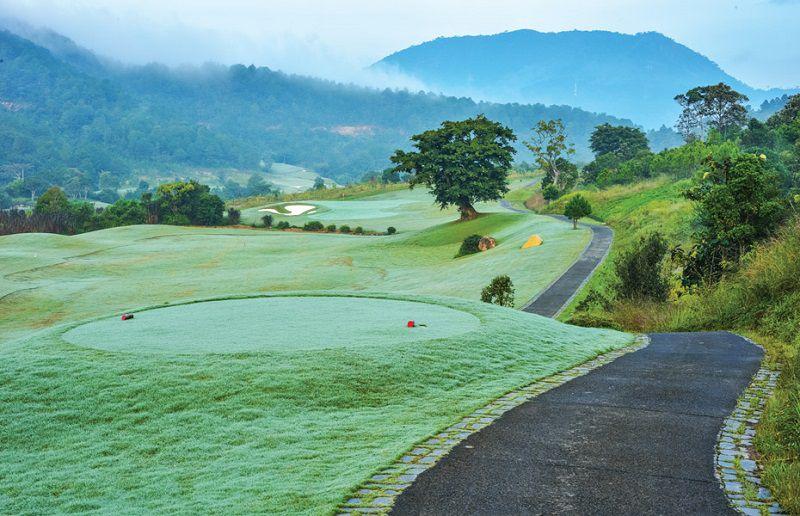 Địa hình sân nhấp nhô khiến nhiều golfer phải dè chừng