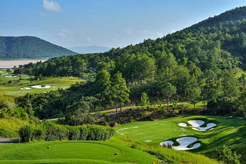 Sân golf Dalat Palace nằm ở trung tâm của Đà Lạt