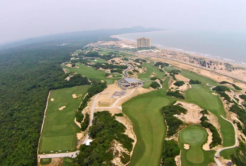Sân golf sở hữu vị trí địa lý thuận lợi