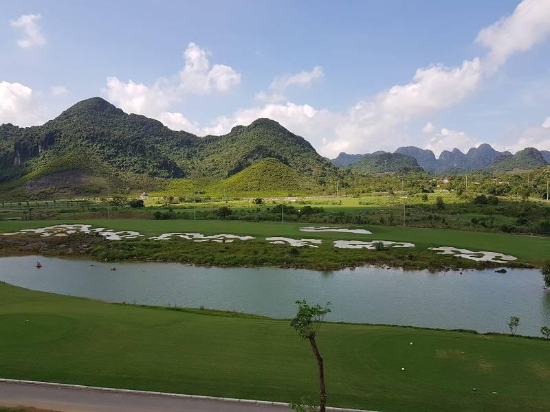 Sân golf Kim Bảng có view khá đẹp