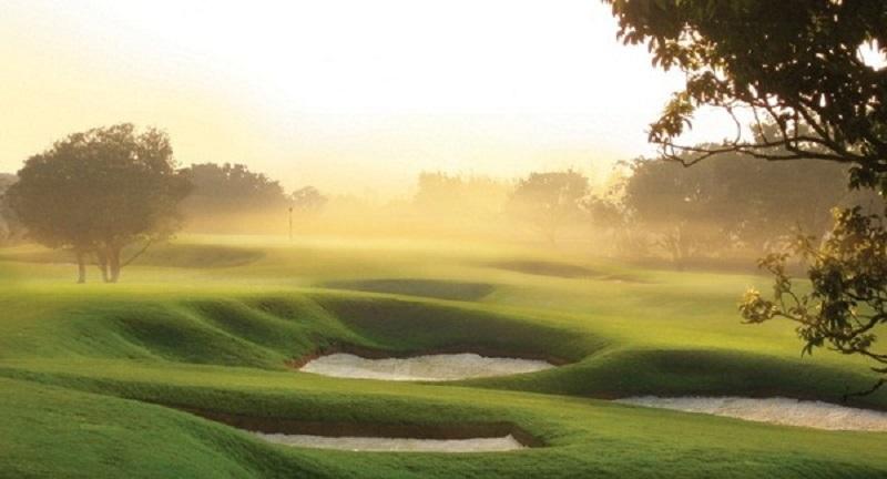 Sân golf 36 lỗ, được chia thành 2 cấp độ