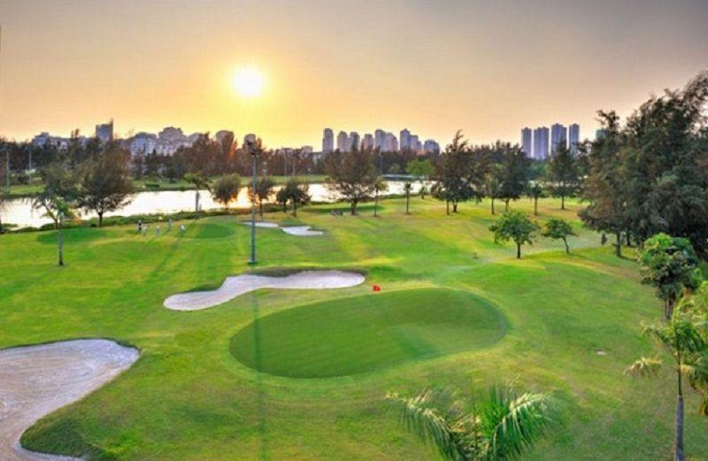 Sân Phú Mỹ Hưng nằm trong khuân viên của khu đô thị Phú Mỹ Hưng
