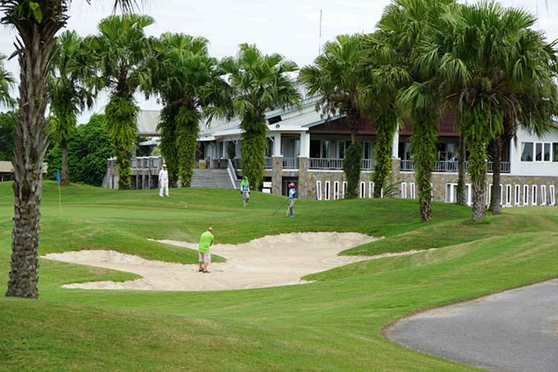 Sân golf Đầm Vạc với nhiều thử thách khó – Nhưng vẫn có cảnh quan xanh ngắt