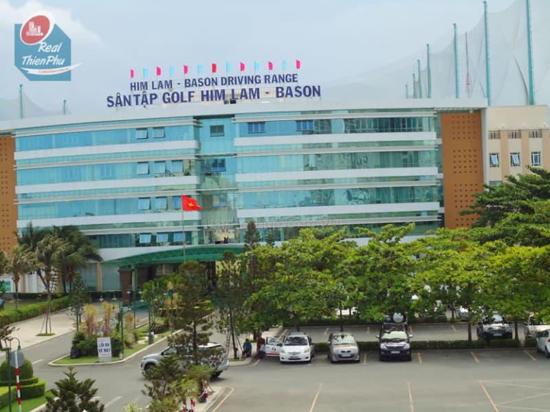 Tòa nhà chính của sân golf