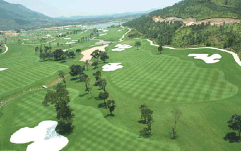 Quanh cảnh xanh mát của sân golf Tam Đảo