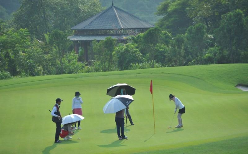 Đội ngũ nhân viên tại sân gôn Kim Bảng được đào tạo bài bản
