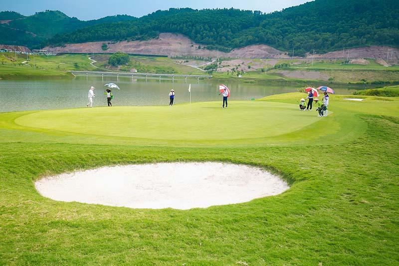 sân golf Yên Dũng được thiết kế độc đáo và thu hút người chơi